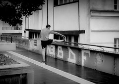 Ready to run (Ludo_Jacobs) Tags: street people bw paris sports sport outdoor candid streetphotography running jogging jogger promenadeplante lx100