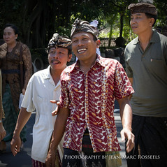 Happy People (jean-marc rosseels) Tags: people bali man color male men colors smile smiling canon indonesia candid smiles candidportrait canon7d jeanmarcrosseels