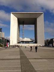 Grande Arche in the morning (Patrick Car) Tags: paris france architecture ladefense grandearche iphone