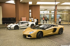 Take your pick. (Eccentric M) Tags: dubai uae lamborghini malloftheemirates boccanera oakleydesign aventador samsson lp7004