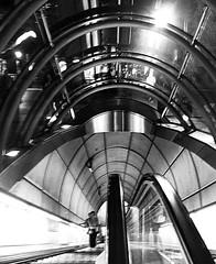 boca metro (ines valor) Tags: bw arquitectura metro bilbao normanfoster boca escaleras fosterito mecánicas