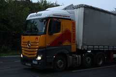 Mercedes MP4 (Ryan's Randoms) Tags: truck mercedes container lorry trucks southampton mp4 lorries lightbar meachers contsiners