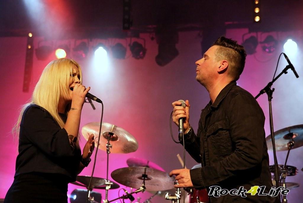 Tribute Rocknight        08-02-2014          U2 & Anouk (20)