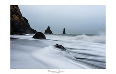 soft waves in Reynisdrangar (Emmanuel DEPARIS) Tags: pose nikon vik troll niko emmanuel islande longue deparis {vision}:{beach}=0628 {vision}:{sky}=074 {vision}:{outdoor}=0981 {vision}:{car}=0645 {vision}:{ocean}=0861