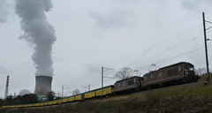 AKW Leibstadt mit Doppelkomposition BLS Re 4/4 (W-chlaus) Tags: water train schweiz switzerland energy eau wasser suisse swiss steam ag re bls bahn aargau 44 lokomotive dampf bernau re44 akw kühlturm atomkraftwerk leibstadt radioaktive