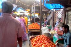 Goubert Market Pondicherry (Mike-Lee) Tags: india hot mike tom ellen jill mumbai chennai indiatrip motorbikes humid pondicherry royalenfield may2013 indiavisit2013 4042degsc goubertmarketpondicherry
