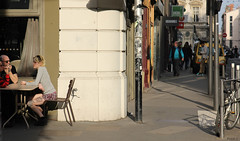 Scne de vie.. (Frd.C) Tags: france bar lyon rue vie trottoir journee