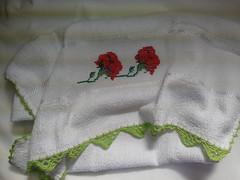 Pano de Prato Bordado Ponto Cruz - Rosas Vermelhas B001 (SaluArts) Tags: flores de pano artesanato cruz ponto prato copa bordado