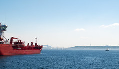 Rotes Schiff (rahe.johannes) Tags: meer kiel schiffe schleswigholstein frde kieler