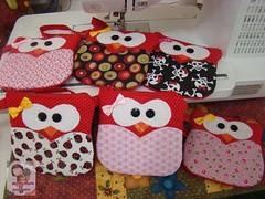 CoRujas.... (Ma Ma Marie Artcountry) Tags: red vermelho coruja portamoeda corujinha necessairedetecido necessairedecoruja