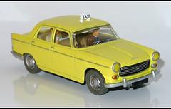 PEUGEOT 404 Taxi (1191) HACHETTE L1100874 (baffalie) Tags: auto car toys miniature voiture coche jouet diecast jeux