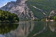 valle dei laghi 160508_080 (gmcvrphoto) Tags: alberi lago corso acqua riflessi castello montagna paesaggio trentino toblino collina bosco dacqua allaperto