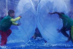 Bulles d'eau (rencarrre) Tags: park eau rollerball jeux
