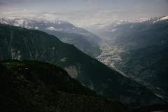 ...das ist das Land am Rhonestrand  (Toni_V) Tags: leica alps clouds landscape schweiz switzerland europe suisse hiking wolken rangefinder mp alpen svizzera wallis valais wanderung randonne 2016 svizra escursione summiluxm visp leicam glishorn 35mmf14asph rhonetal 35lux messsucher 160625 35mmf14asphfle typ240 toniv analogefexpro4 m2400416 rhonestrand