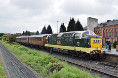 D9002 at Kidderminster. 21/5/16 (Nick Wilcock) Tags: railways nrm svr severnvalleyrailway kidderminster deltic class55 dieselgala brgreen thekingsownyorkshirelightinfantry d9002