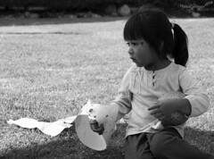 Hommage V (@tolida) Tags: portrait blanco girl monochrome beauty childhood mexico kid child heart sweet retrato negro profile young bonita mexique mole infancia fille lunar douceur fillette enfance