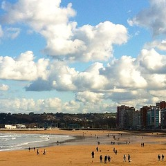 #gijon #asturias #spain #unaciudadtumirada #victormsuarez #playa (Asturiphone) Tags: spain asturias playa gijon unaciudadtumirada uploaded:by=flickstagram instagram:photo=6359003298026757 victormsuarez