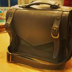 นักเรียนคุณแอมทำกระเป๋าใบที่สอง ใช้ทั้งหนังสีและท้องหนังตัวผืนมาทำ สวยนะๆ