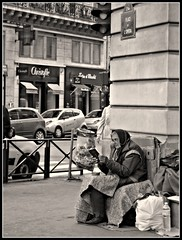 Place de l'Opera (blu69) Tags: paris france opera place homeless francia parigi