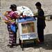 Una donna maya ed il suo carretto dei gelati