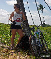 She owns a Nikon (Eduardo de Almeida) Tags: brazil brasil nikon caroline bahia arembepe camaçari afsdxvrzoomnikkor18105mmf3556ged