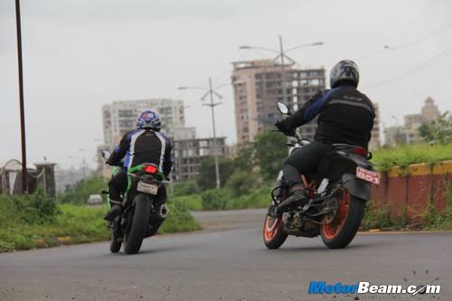Ninja-300-vs-Duke-390-22
