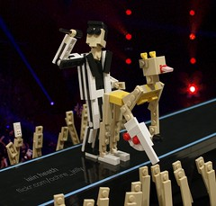LEGO Miley Cyrus VMA twerk + BONUS VIDEO