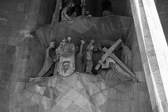 Vernica (Lograi) Tags: barcelona blackandwhite bw espaa byn blancoynegro familia geotagged blackwhite spain cathedral religion catedral catalonia bn catalunya sagrada catalua espanya religin nikond40 geoetiquetada