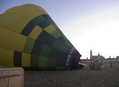 Around the Segovia in eighty minutes - La vuelta a Segovia en 80 minutos [2/25] (ipomar47) Tags: españa hot spain pentax air balloon segovia globo aerostático k20d