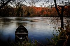 Barque Paleyrac (ninadelf) Tags: nature dordogne barque longueexposition prigordnoir heurebleue paleyrac vision:sunset=0535 vision:outdoor=0834 vision:sky=068
