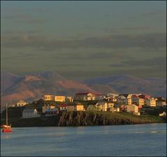 Approaching the coast... (mau_tweety) Tags: houses sunset sea sky clouds boat iceland twilight barca tramonto nuvole mare colours village case cielo colori stykkishlmur islanda paese vesturland