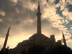 Ayasofya (El Alcalde de l'Antartida) Tags: museum turkey basilica towers landmark istanbul mosque historic museo ottoman monuments hagiasophia byzantine minarets moschea turchia ayasofya santasofia minareti
