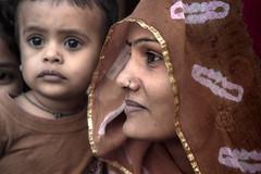 © Zoltan Papdi 2015-3599 (Papdi Zoltan Silvester) Tags: inde rajasthan voyage proximité mère enfant amour paix bonheur india mother child love peace happiness journalism journalisme reportage