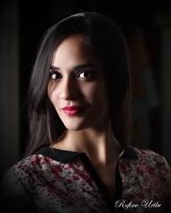 Lili (Rufino Uribe) Tags: portrait people girl face pessoa retrato mulher glance ritratto rufinouribe lilianapereira