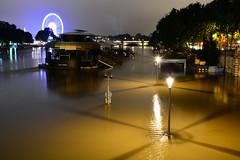Crue de la Seine 2016 - Paris, berges rives gauche (EclairagePublic.eu) Tags: paris seine flooding eau flood lumire berge pniche quai inondation lampadaire naturelle catastrophe crue luminaire candlabre