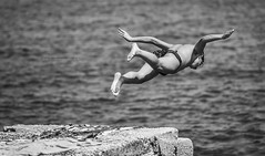 Learning to fly (De Mi Ser) Tags: candid streetphoto streetportrait man dive diving monochrome blackandwhite