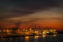 Sonnenuntergang im Hafen (hph46) Tags: germany deutschland sonnenuntergang hamburg container hafen elbe containerterminal containerschiff tollerort canoneos40d ladebrücken