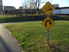 Descente, tourner  droite (cristoflenoir) Tags: panneau sign vlo byke