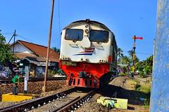 BB 304 23r (dicky 203) Tags: nikon diesel baru kereta nikond3200 lokomotif railfans banyuwangi d3200 keretaapi bb30423 indonesianrailways hidraulik banyuwangiphotography bb3048407r indoensiantrain
