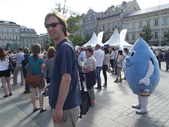 Erik and a blue guy.. (Ms Kat) Tags: poland krakow erik marketsquare blueguy mrowrr