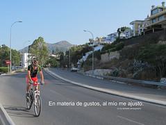 """Refran:"""" En materia de gustos, al mo me ajusto"""". (lameato feliz) Tags: bicicleta ciclista elpalo refran"""