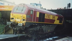 67002 at Lawrence Hill. 1/11/00 (Nick Wilcock) Tags: bristol crash accident royalmail mgr specialdelivery bristoltemplemeads derailment ews bristolparkway class67 67002 6g45 5v04