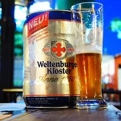 วันนี้นำเสนอ Weltenburger Kloster Anno 1050 แบบ Keg 5 ลิตร เป็น Lager ใสๆ จากเยอรมัน ดื่มเพลินๆ กับเพื่อน เพลินครับ #Beer_by_tong #Weltenburger #Kloster #Anno #1050