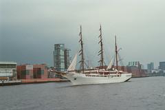 Hamburg.er (marie.lafleur2013@ymail.com) Tags: deutschland boot wasser hamburg haus boote stadt architektur schiff schiffe segelboot huser segelboote