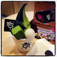 ไอติมชาเขียวมัชชะและถ่านไม้ (matcha-sumi) อร่อยอ่ะ ฟิน #kyoroolen #icecream