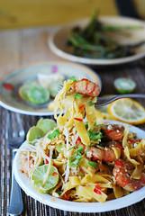 Pad thai noodles with shrimp (JuliasAlbum.com) Tags: asian shrimp pasta thai seafood greenonions
