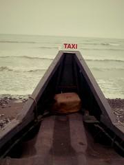 Bateau-taxi, Lima, Pérou (Histoires de tongs) Tags: ocean voyage travel peru boat funny pacific lima taxi unusual bateau insolite pérou drôle océan worldtour pacifique tourdumonde bateautaxi