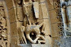 Fenioux - Notre-Dame de l'Assomption (Martin M. Miles) Tags: france facade vice virtue sword expressive 17 portal poitou carolingian charentemaritime poitoucharentes deathstruggle poitevine fenioux stylesaintongue