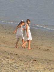 Jeunes filles à la plage~Young  girls at the beach. (France-♥) Tags: two beach kids mexico deux mexique enfant plage