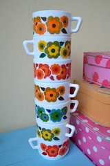 A stack of Arcopal (*Mirre*) Tags: colour home vintage retro cups thriftstore kisskus luckyfind arcopal vision:text=0588